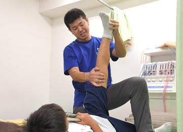 整形外科出身の柔道整復師が施術